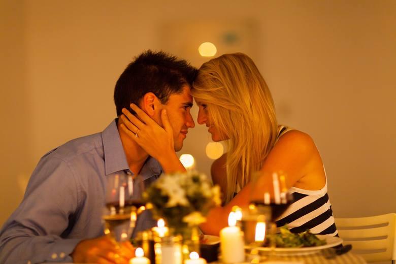 Walentynki w tym roku wypadają w środę. Większość z nas uda się zatem na romantyczną kolację lub do kina prawdopodobnie po południu...Panom szczególnie