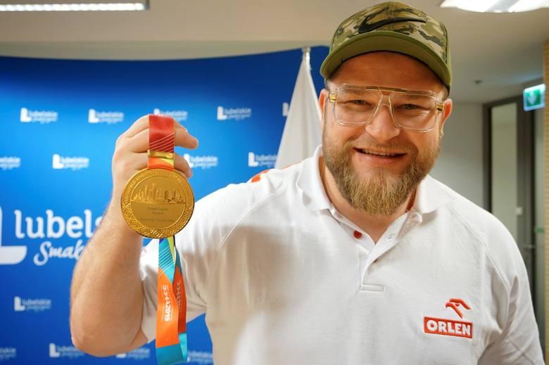 Paweł Fajdek, podopieczny Jolanty Kumor, jest czterokrotnym mistrzem świata w rzucie młotem.