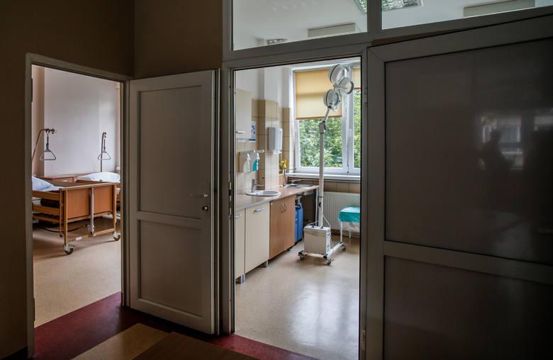 W należącym do Uniwersyteckiego Centrum Klinicznego byłym szpitalu studenckim otwarto w piątek hospicjum stacjonarne i domowe.
