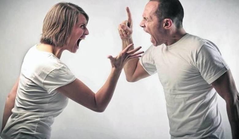W Polsce znacznie spada liczba zawartych małżeństw, za to wzrasta liczba rozwodów.GUS odnotował także spadek zawieranych małżeństw. W 2015 roku było