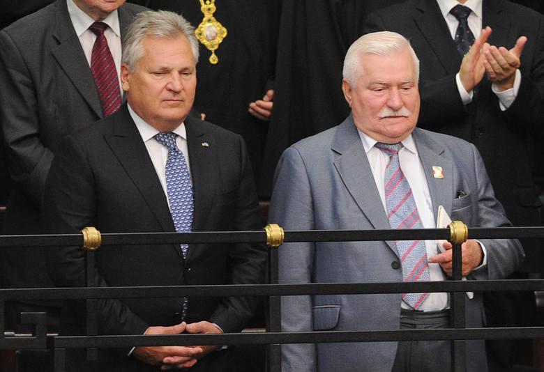 O byłych prezyden¬tach i ich prywatnej już działalności zrobiło się głośno, kiedy pojawili się na promocji firmy Cinkciarz.pl