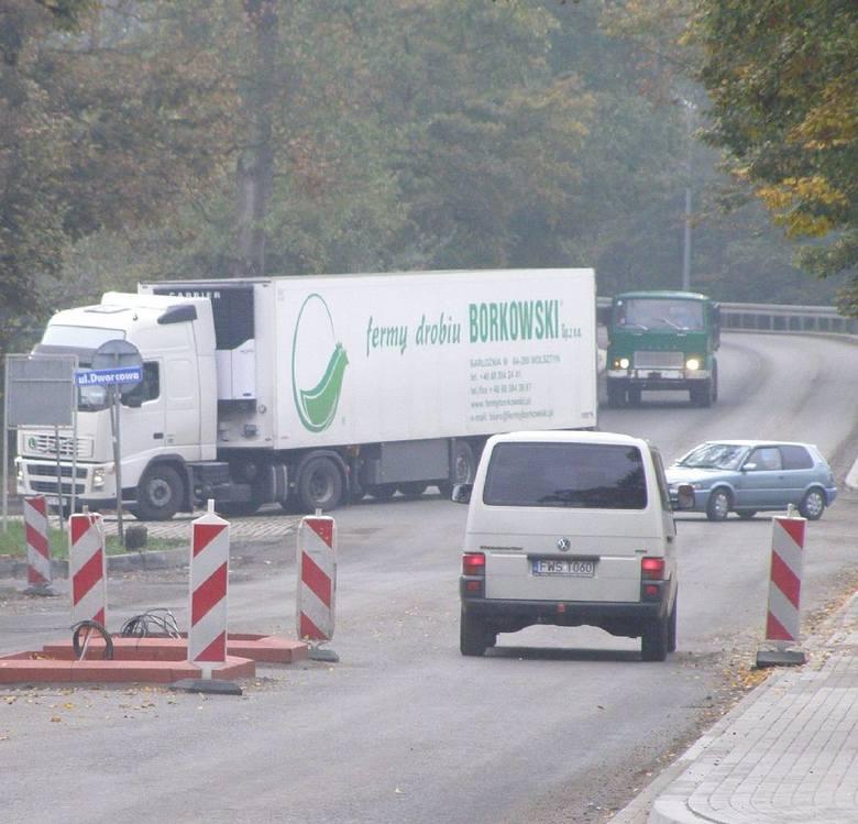 Co piąty samochód jadący drogą krajową przez Wschowę to ciężarówka, teraz omijają centrum, bo trwa remont trasy.