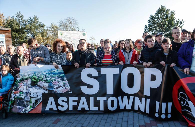 Tak wyglądał protest mieszkańców Frysztaka przeciwko budowie asfaltowni. Zobaczcie zdjęcia