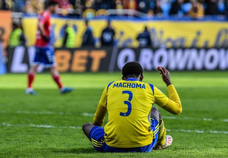 Obcokrajowcy w Arce Gdynia. Czy ściąganie dużej liczby zawodników zza granicy przyczynia się do poprawy gry żółto-niebieskich?