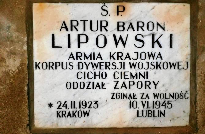 Współczesna tablica nagrobna Artura Lipowskiego.