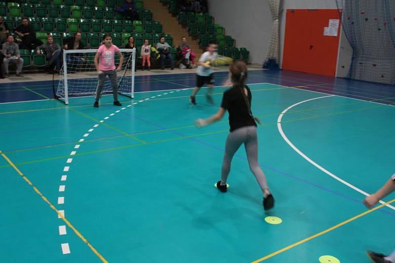 Pierwszy, pokazowy trening z gwiazdami piłki ręcznej Sławomirem Szmalem, Karolem Bieleckim, Grzegorzem Tkaczykiem i Radosławem Wasiakiem odbył się w