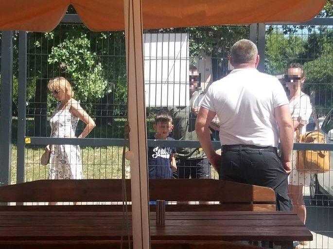 """W sobotę około południa nowo otwarty kompleks basenów odkrytych przy ul. Sobolowej """"pękał w szwach"""", a przed wejściem czekał dodatkowy"""