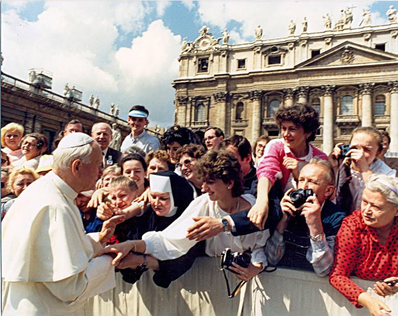 Audiencja w Rzymie na placu św. Piotra w kwietniu 1989 roku.