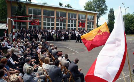 Koniec roku szkolnego w Łodzi oficjalnie ogłoszono w Zespole Szkół Ponadgimnazjalnych nr 3 przy ul. Kilińskiego.