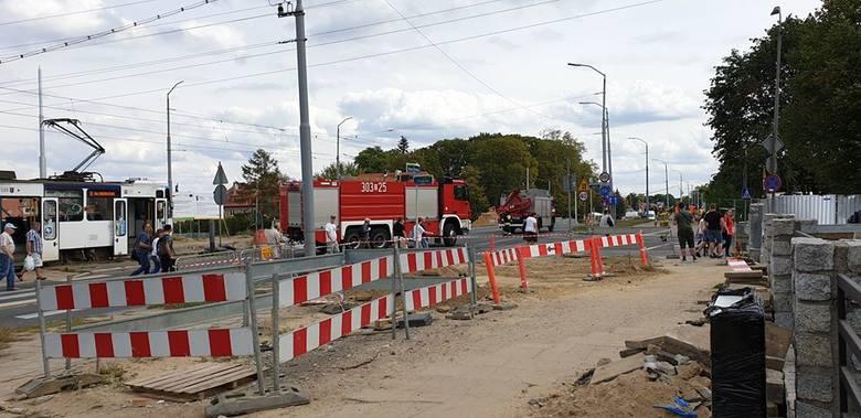 Wyciek gazu na ul. Traugutta w Szczecinie. Koparka uszkodziła rurę z gazem