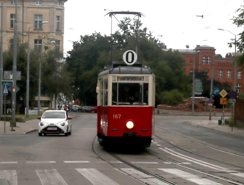 Zabytkowy tramwaj kursuje na turystycznej trasie w Szczecinie