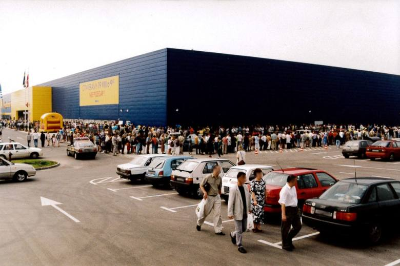 Ikea w Krakowie ma 20 lat. Pamiętacie, jak robiło się zakupy pod koniec lat '90? [ARCHIWALNE ZDJĘCIA]
