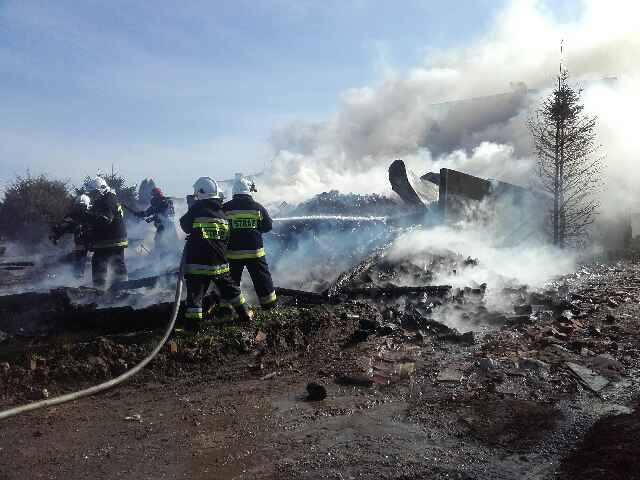 W miejscowości Górsko (gmina Postomino) spłonęła stodoła i samochód osobowy.- Spaliła się stodoła i zaparkowany przy niej samochód. Trwa dogaszanie pogorzeliska.