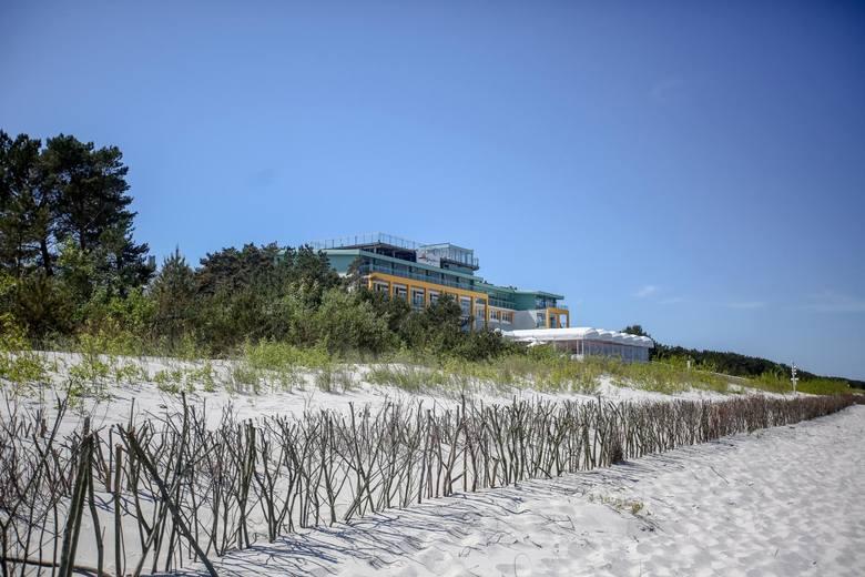 Plaża nudystów w JastarniNa półwyspie nie można narzekać na brak plaż dla nudystów. Jedna z nich ulokwana przy bunkrze na plaży, który jest pozostałością