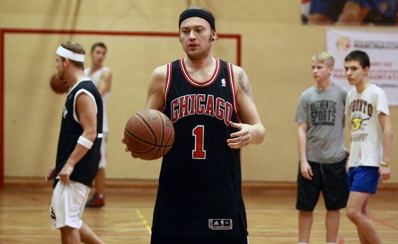 Afromental grał w... koszykówkę w łódzkiej szkole Marcina Gortata [ZDJĘCIA]