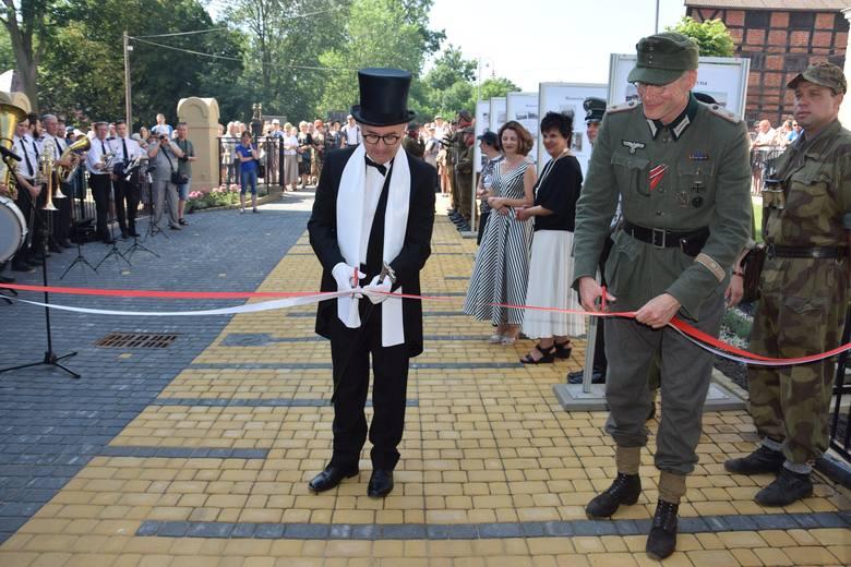 Burza wokół munduru żołnierza Wehrmachtu przy biało-czerwonej. Burmistrz Łabiszyna: - Nie będzie żadnych przeprosin