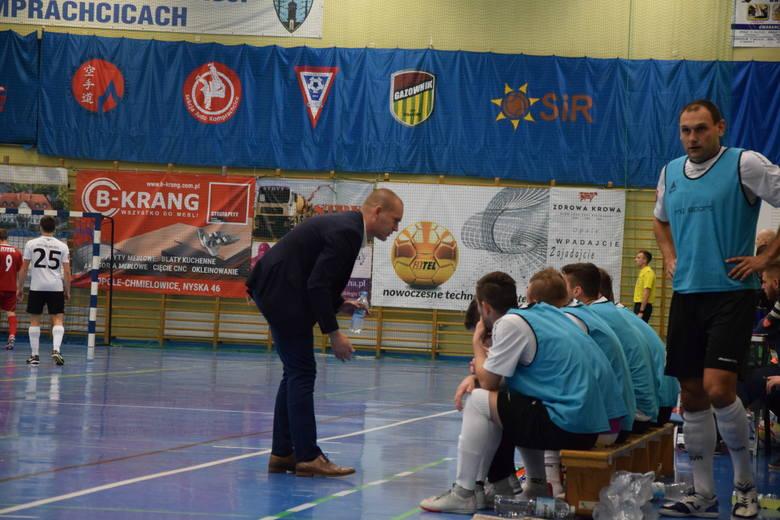 W sezonie 2019/20 doszło tylko do jednego derbowego starcia pomiędzy Berlandem Komprachcice a Gredarem Brzeg. Listopadowe starcie w Komprachcicach 3-1