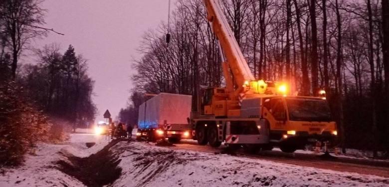 Zderzenie ciężarówki z audi, kierowca tira jechał za szybko (nowe zdjęcia, szczegóły)