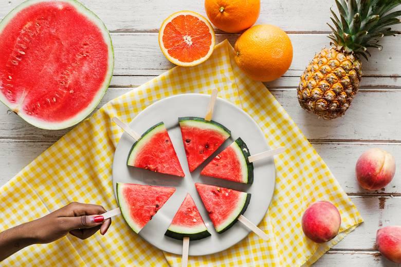 Nawet na diecie możesz podjadać między posiłkami! Wybieraj jednak zdrowe produkty i trzymaj się odpowiednio małych porcji – najlepiej, gdyby miały do