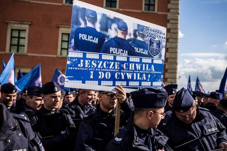 Policjanci w proteście wywalczyli m.in. pełnopłatne nadgodziny