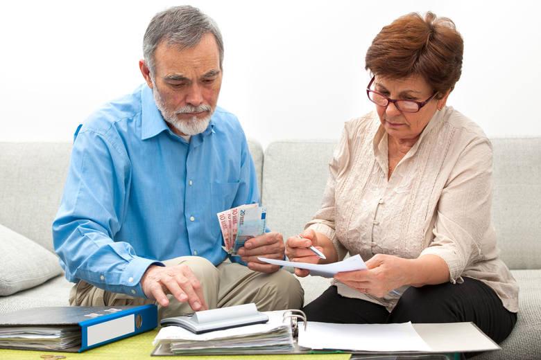 Przeciętna emerytura w Łódzkiem wynosi  ledwie 2.112 zł brutto, co po odjęciu podatku i składki zdrowotnej daje kwotę nieco ponad 1.700 zł na rękę. Tegoroczna