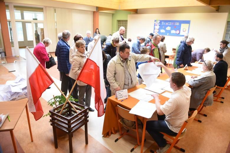 Dziś, w dniu wyborów samorządowych, lokale wyborcze otwarte zostały o godzinie 7. Czynne będą do godziny 21. Do tej godziny w Toruniu działa także specjalna