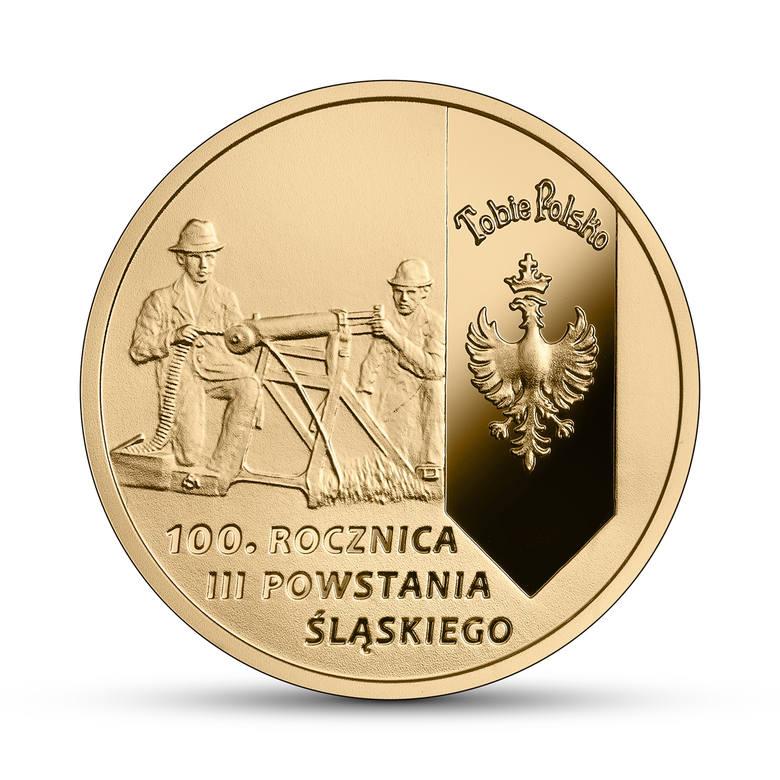 Na rewersach obydwu monet uhonorowano bohaterów tamtych dni – powstańców. Na złotej monecie, w cywilnych ubraniach, klęczą za zdobycznym niemieckim ciężkim