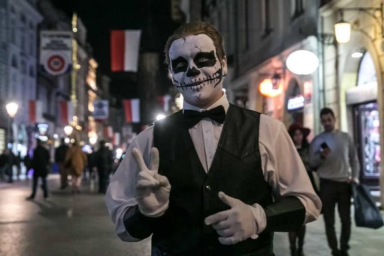 Przebranie na Halloween: Święto Duchów obchodzone jest w nocy, 31 października. Jednak już wcześniej odbywają się tematyczne imprezy i maskarady, na