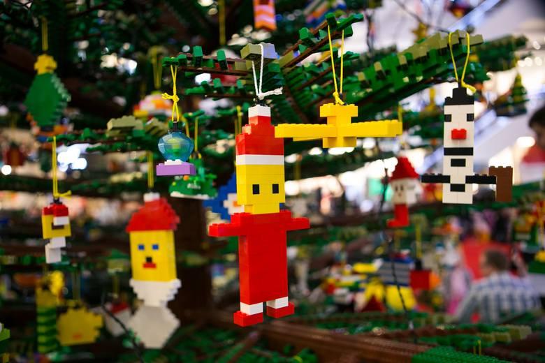 Święta Bożego Narodzenia zbliżają się wielkimi krokami. Jak sprawić, by były niezapomniane ipołączyły małych i dorosłych członków rodziny w radosny,