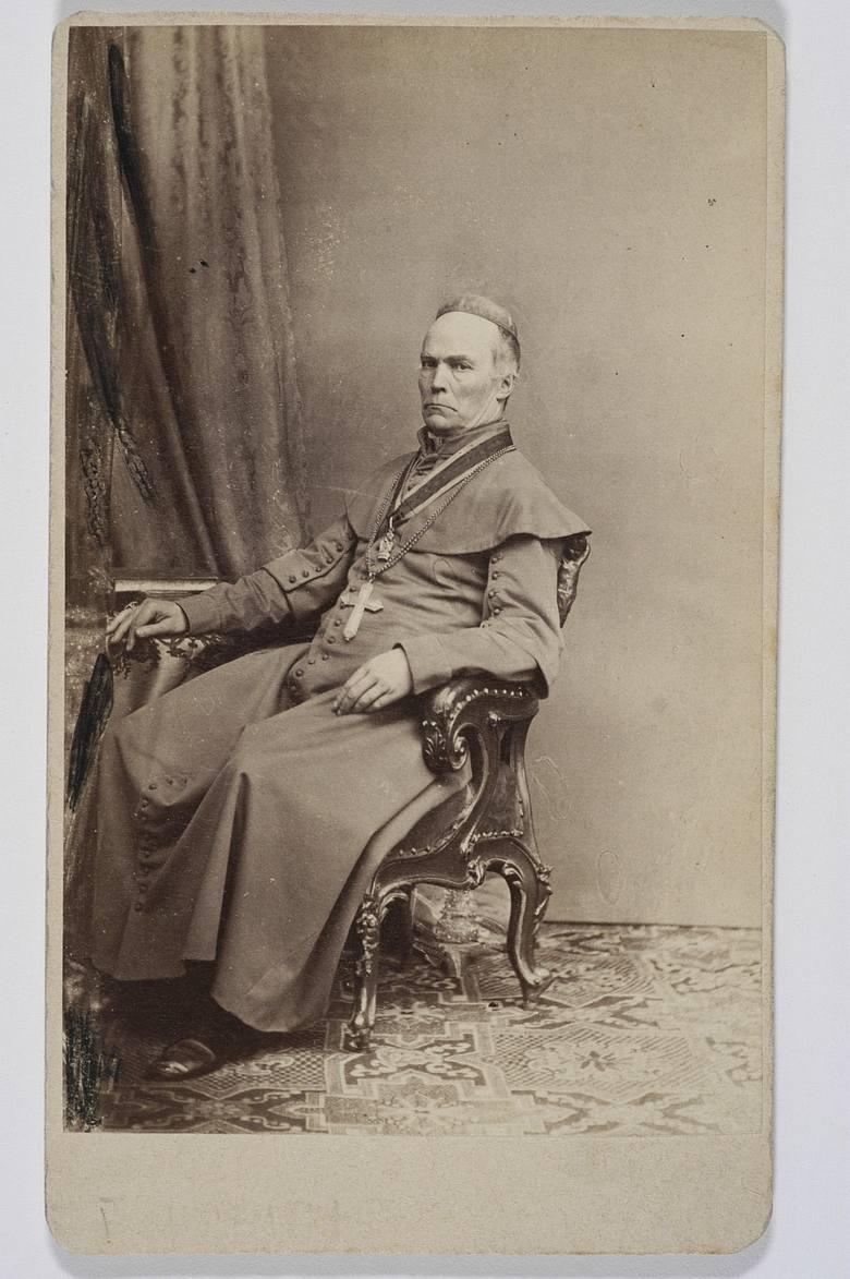 Biskup Antoni Junosza Gałecki, dystr. A. Bogdanowicz, Lwów, po 1877 / polona.pl