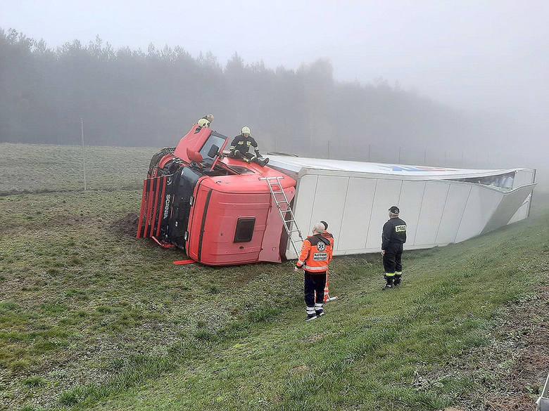 Wypadek miał miejsce w niedzielę, 10 listopada, na drodze ekspresowej S3 koło Skwierzyny. Do zdarzenia doszło około godz. 8.00 na trasie S3. Kierujący