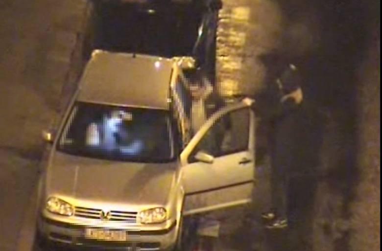 Wczoraj przed godziną 3 pracownik miejskiego monitoringu powiadomił dyżurnego KMP o niecodziennym wyczynie kierującego volkswagenem. Mężczyzna ruszył