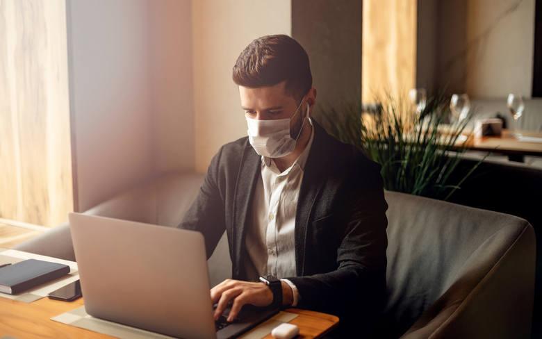 """Jak globalna pandemia koronawirusa zmieni rynek pracy? Eksperci Fundacji Edukacyjnej """"Perspektywy"""" stworzyli listę """"wirusoodpornych"""" kierunków studi"""