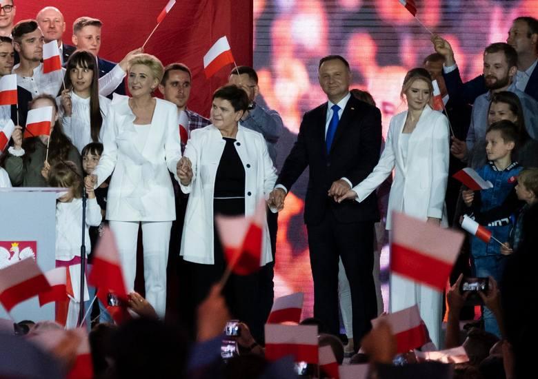 Według najnowszych wyników, po przeliczeniu prawie wszystkich oddanych głosów, Andrzej Duda uzyskał 51,12 proc. głosów, a Rafał Trzaskowski - 48,88