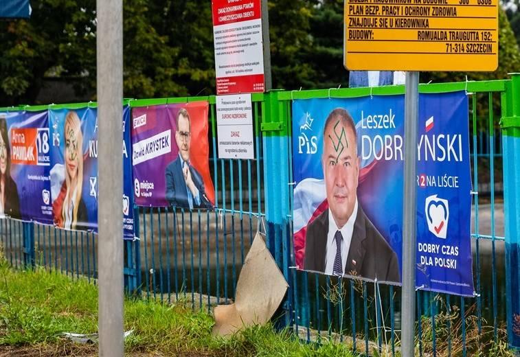 """Swastyki na plakatach wyborczych PiS-u w Szczecinie. """"To brudna kampania"""""""