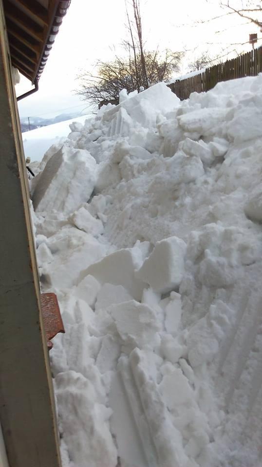 Trwa walka ze śniegiem, walczą gminy, ale sami mieszkańcy też nie mają łatwo. Tak wygląda sytuacja w Lalikach, w gminie Milówka na Żywiecczyźnie. Śnieg