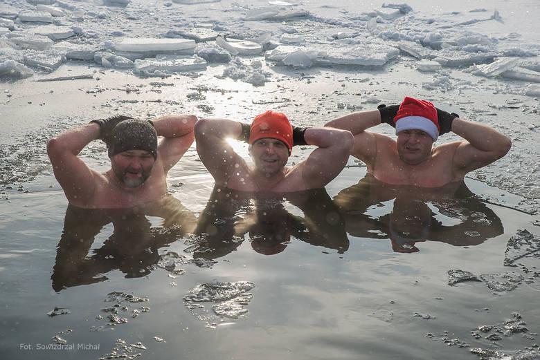 Twardziele z Kędzierzyna-Koźla pływali w jeziorze w Dębowej