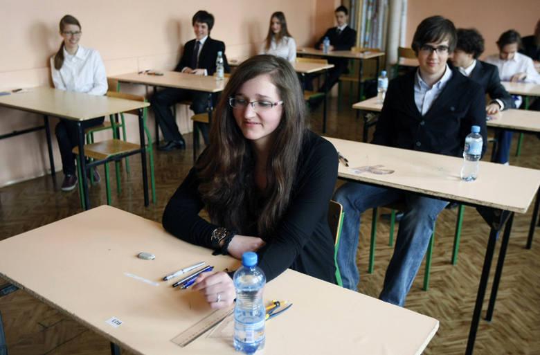 Na zdjęciu uczniowie Gimnazjum nr 1 przy ul. Sterlinga na egzaminie gimnazjalnym, który odbył się w kwietniu.