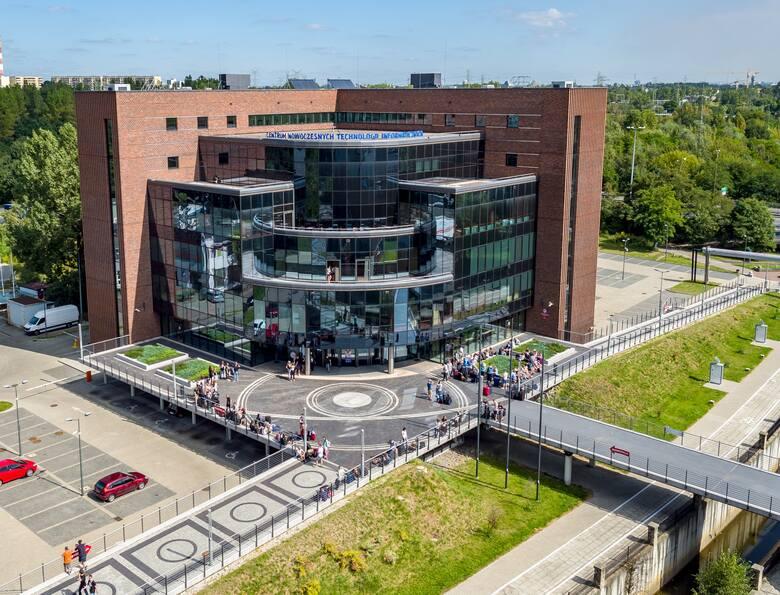 Ścieżka drzew polskich powstała w obrębie kampusu Uniwersytetu Ekonomicznego oraz wzdłuż Bulwarów Rawy w Katowicach