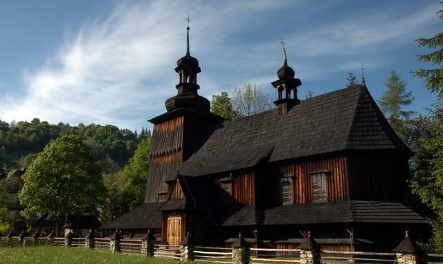 9. Drewniany kościół parafialny na Harendzie. Liczy on ok. 275 mkw. Legalnie będzie tu na mszy mogło przebywać 18 osób.