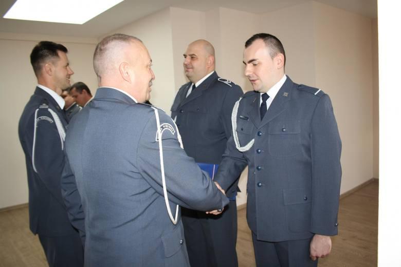 W Zakładzie Karnym w Przemyślu odbyła się odprawa, podczas której dyrektor okręgowy Służby Więziennej w Rzeszowie płk Marek Grabek wręczył odznaczenia