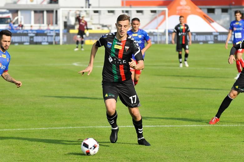 Wychowanek Armatury, przez lata grał w Cracovii (lata 2000 - 2014, następnie 2016 - 2017. 71 meczów w ekstraklasie, 5 goli). Odszedł z niej jesienią