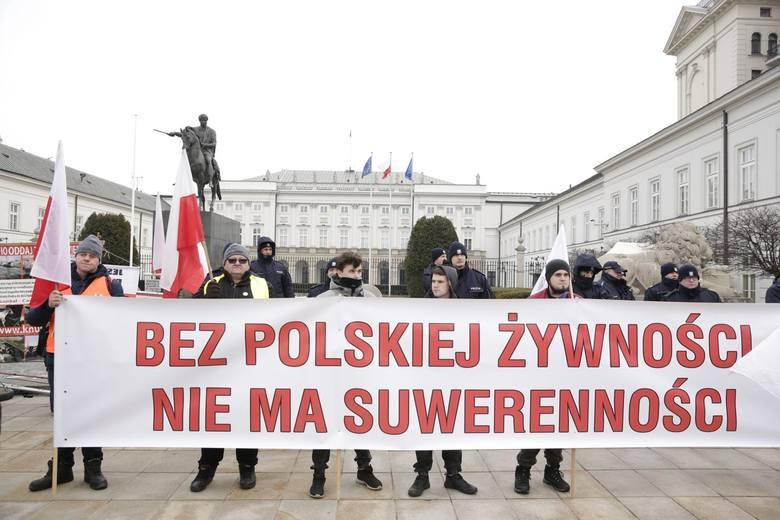 """Warszawa: Protest rolników 2019 [ZDJĘCIA] AgroUnia zorganizowała 6.02 """"oblężenie stolicy"""", manifestacja przed Pałacem Prezydenckim [WIDEO]"""