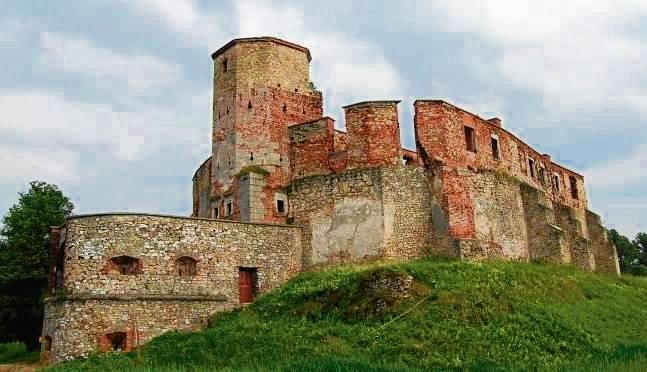 Siewierz. Kilka razy krążyła plotka o odbudowie ruin dawnego zamku książęcego, ale zamiast tego, zostały one zabezpieczone i tylko częściowo zrekonstruowane (fragmenty ścian i most).