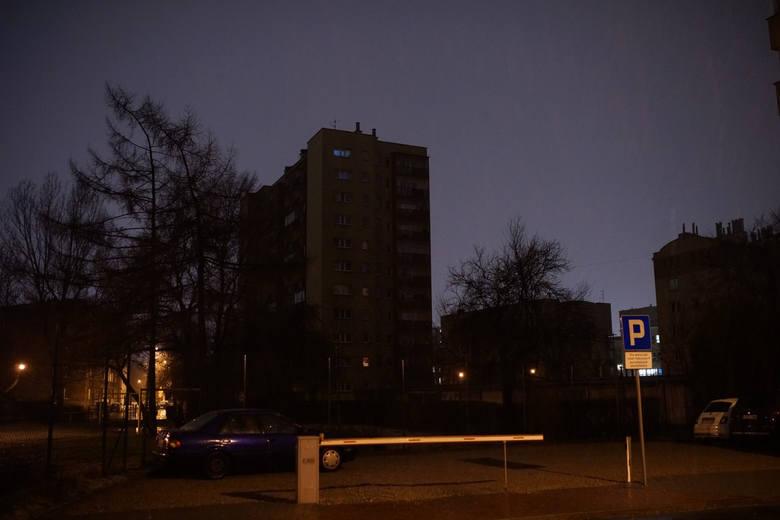 W najbliższych dniach Enea zapowiada planowane wyłączenia energii. Sprawdź, gdzie w Poznaniu i okolicach będą przerwy w dostawie prądu.Przejdź dalej