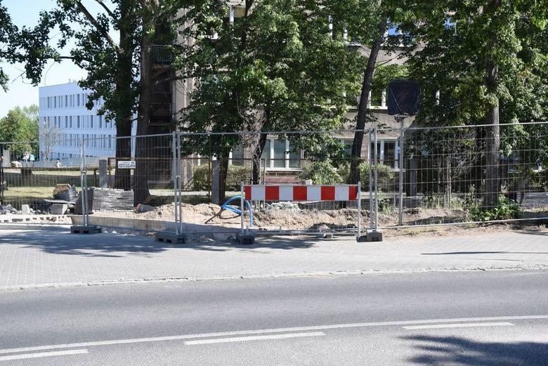 Przy szpitalu przy ul. Podgórnej trwa modernizacja sieci ciepłowniczej, prowadzona przez Elektrociepłownię. Utrudnienia potrwają do końca czerwca br.
