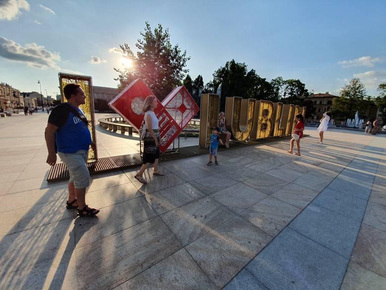 """Lublin jak Amsterdam? Napis """"I love Lublin"""" stanął na placu Litewskim. Zobacz zdjęcia"""