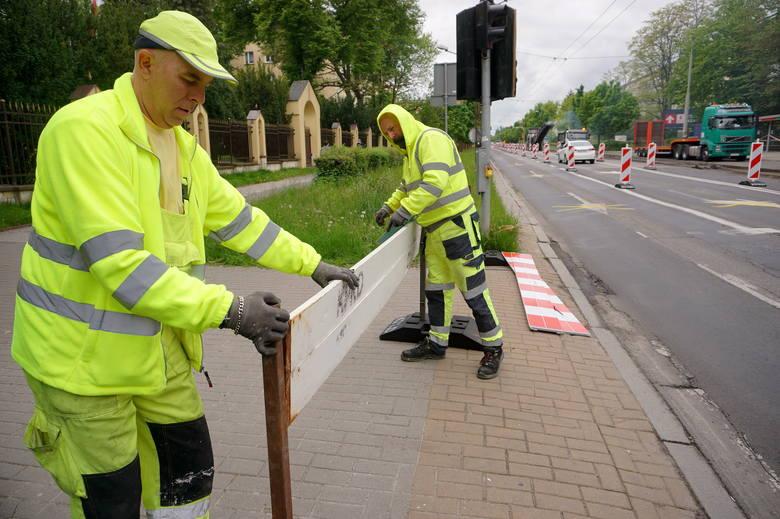 """Przebudowa Al. Racławickich: Zrywają asfalt. Jeszcze w tym tygodniu pojawi się kolejne """"wąskie gardło"""""""