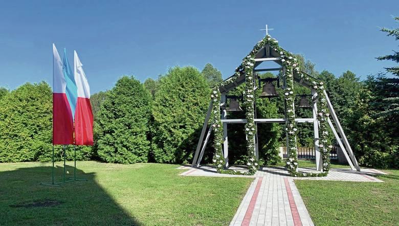 Parafia w Stykowie ma już własną dzwonnicę z trzema dzwonami: Maryja, Wojciech i Michał