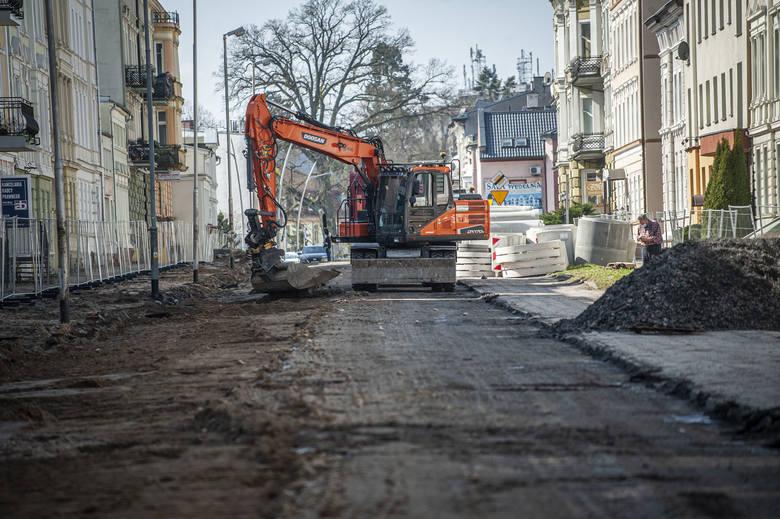 Remont jednej z głównych ulic w Koszalinie był długo oczekiwany przez mieszkańców.